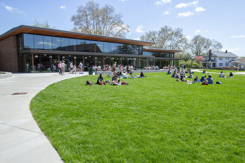 Students eat lunch or relax on the lawn between Cleveland Commons and Stanton Hall in spring 2019.